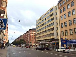 Här med fönster som vetter mot Fleminggatan centralt på Kungsholmen ligger landstingets lägenhet fem trappor upp. Den har inte använts sedan Per Wahlberg flyttade ut i mars.