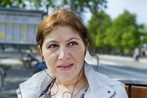 Mitra Khodadadi, 38 år, Örebro, har två barn.– Jag skulle helst vilja fira min mamma med blommor och krama om henne. Men hon bor i Iran För egen del brukar barnen göra något på fritids, men får jag önska vore det roligt att åka med barnen på någon resa.