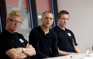 Lars-Olof Skoog, Niklas Ulander och spelaren Daniel Berlin på presskonferensen i går.