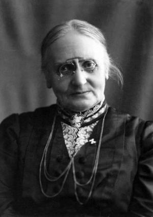 GAMMAL HÖGER. Flickskoleägarinnan Karolina Själander var nästan 70 år när hon valdes in i stadsfullmäktige i Gävle 1910.