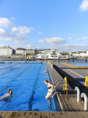 Allas Sea Pool mitt i centrala Helsingfors bjuder på både varma och kalla bad – och givetvis bastu bara meter från poolkanten.