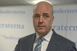 Fredrik Reinfeldt tycks mer upptagen med att ställa krav på Stefan Löfven för att medverka i tv-sänd partiledarduell än att leda svenskarna genom lågkonjunktur. Det finns mycket som skaver med att leva i Sverige 2013.