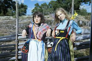 Samantha Ohlanders, och Sara Parkman i den feministiska folkmusikkabarén