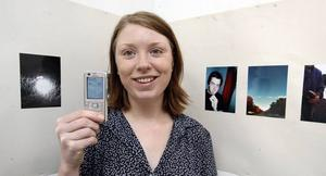 """HENNES MOBILA LIV. Anna-Klara Molin har dokumenterat med sin mobilkamera i drygt ett år – det resulterade i utställningen """"It's my mobil life""""."""