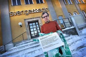 – Det är lite olustigt eftersom det är minnesdagen av förintelsen, säger Hans-Olof Sundin, t f kanalchef vid Radio Dalarna, om nazistaktionen.