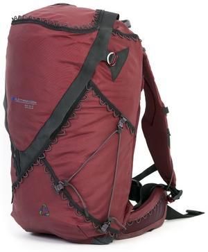 Ryggsäcken är den första i sitt slag, tillverkad helt i återvunnen nylon från mattor och fisknät.