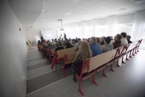 Varje plats i hörsalen var full, men tystnaden och fokusen total.
