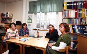 Ylva Landström, Annelie Söderholm, Linda Nyström och Kerstin Röstlund jobbar som lärare på Strömsbro skola där elever i årskurs sex för första gången ska få betyg inom kort. De hade velat få mer tid till att fördjupa sig i betygssystemet.