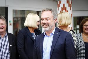 Jan Björklund (FP) besökte på torsdagen Bollnäs sjukhus Aleris.