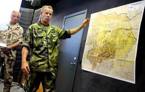 VARFÖR KRIG? Svenska soldater dödar i Afghanistan, i frihetens och demokratins namn. Men är det så enkelt? Går det att döda, bomba, lemlästa och tvinga fram en ny ordning? Och används svenska miljarder till folkets bästa?