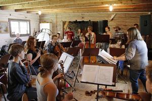 Gävleorkestern Lyrc Orchestra när den repade i Oslättsfors 2017.