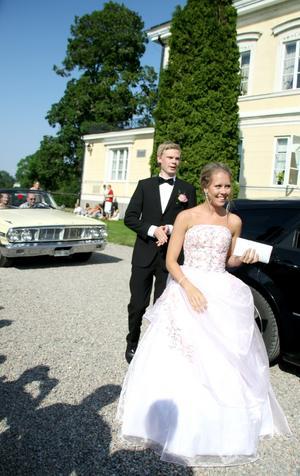 Rebecca Lindholm, barn- och fritidsprogrammet, och kavaljeren Oliver Hultqvist, elprogrammet, drog många blickar till sig.