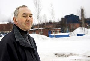 På besök. Efter 51 år på samma arbetsplats återkommer Lars Gustavsson som gäst. Men än känns det som vanligt när han pratar med arbetskamraterna Tony Söderlöf och Stig Jonsson.