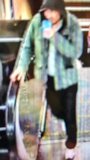 Den här mannen söks nu av polisen i samband med händelserna i centrala Stockholm