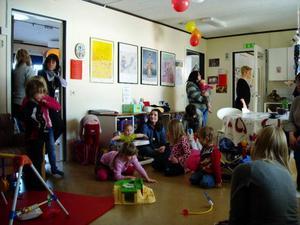 Nu har Bräcke fåt ett eget Familjernas hus där föäldrar och barn kan mötas.
