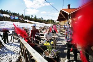 Järvsöbackens gästhus var i påsk pyntat i rött – som på många andra ställen.