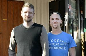 Ted Molin och Linus Jansson från föreningen Akvarister i Västernorrland.