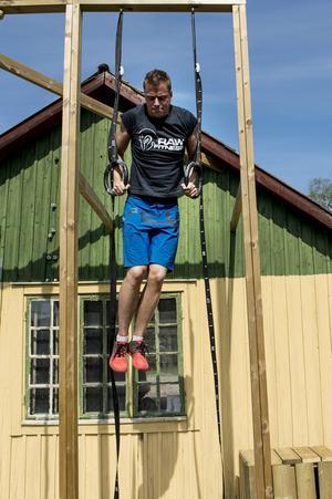 Ett mål för Richard när han började med Crossfit var att lyckas häva sig upp i ringarna i en muscle up. I dag fixar han det enkelt.