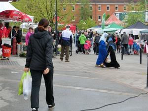 Många tog sikte på marknaden på Vattudalstorget under lördagen där kommersen var i gång hela dagen.