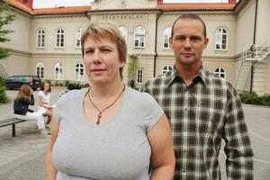 Ekebylärarna Eva Ljungström och Per Stuvemark tycker att lärarna är värda en betydligt bättre lön för allt jobb de gör.