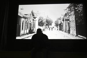 """Historieintresse. I över 10 år har Leif """"Linus"""" Larsson samlat historiska bilder från Askersundsbornas fotoalbum."""