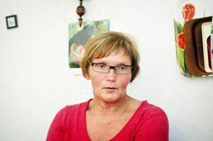 Vårdaren Annika Vestin ansvarar för att informera hemtjänstgrupper om de nya riktlinjerna.