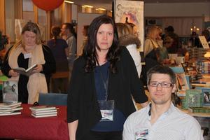 Jonas Gustafsson tyckte det var dyrt att åka till bokmässan i Göteborg, började prata med Mia Bergman (bilden) och Therese Kolseth - och kunde nu glädjas åt resultatet på sin egen bokmässa.