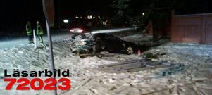 Två personer fördes till sjukhus sedan de kört av i Djurås.