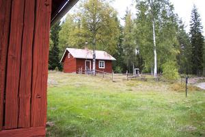 Fäboden ligger ungefär sex kilometer från själva gården. Fram till 1968 bodde faster Anna här på somrarna med alla korna, som varje dag skulle mjölkas, och deras kalvar.