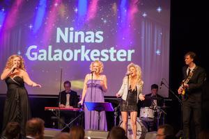 Ninas Galaorkester med duktiga Nina Segerstedt i spetsen gjorde populära inslag under middagen och till dansen efteråt.