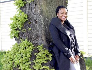 Theresa Ogionwo går på högskolan och arrangerar nu en kulturfestival om Afrikanska berättelser.