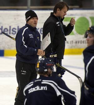 Sundsvall Hockey-tränarna Göran Tärnlund och Stefan Lindqvist.