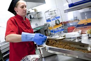 Som utbildad kock, med mångårig branschvana från olika restauranger, tycker Maria Betti att det känns roligt att nu i högre utsträckning få laga mat.