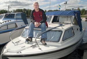 Pär Norling ägnar mycket tid åt båten i Bergviken. Andra fritidsintressen är musik, bilrenoveringar och jakt.