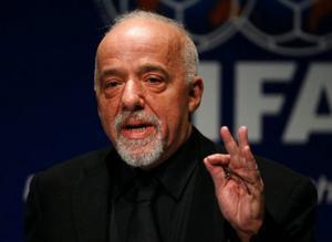 Paulo Coelho stöder fildelning och ser The Pirate Bay som ett slags bibliotek.