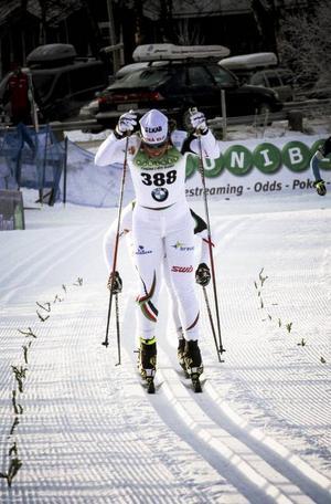 Charlotte kalla var överlägsen i den svenska längdpremiären. På bara fem kilometers åkning lyckades hon distansera närmaste konkurrent med hela 37 sekunder. Imponerande.