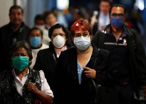 Svininfluensan kommer allt närmare och har nu blvit ett hot mot hela världen. Fall har konstaterats i bland annat Spanien och i Sverige har sex personer          testats. Nu uppmanar infektions-kliniken i Östersund dem som har vistats i smittat område, eller har träffat personer som varit sjuka efter att ha besökt dessa områden, att ta kontakt. Foto: Eduardo verdugo / scanpix