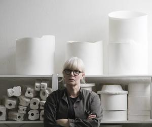 Konstnären Mia E Göransson får Sven-Harrys stipendium.