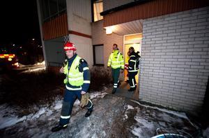 Räddningstjänsten fick rycka ut till Klöverstigen sedan fyrverkerier exploderat och rökfyllt ett trapphus.
