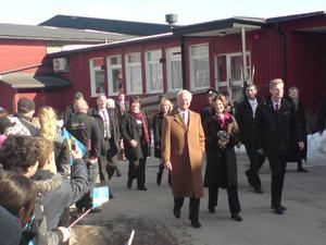 Kungaparet anlände i skön senvintersol.Foto: Håkan Selén