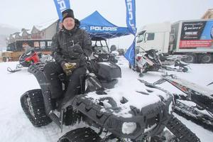 John Holmqvist från Snökompaniet i Funäsdalen på en Sportsman 850 med bandtillsats.