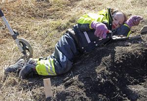 Kanske är det en arkeologisk snigel som Lukas har på sin arbetsspade.