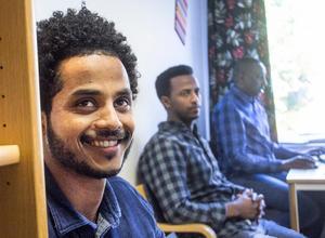 Dawit Tsada och de andra översättarna tycker att det har varit en givande tid att utforma sajten informationsoderhamn.se.