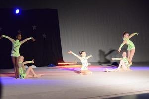 Uppvisning. Tiara Nziza, Nellie Liedström, Tuva Silfer, Fanny Vuoristo och Olivia Liodden bjöd liksom alla grupper och gymnaster på jättefina program.