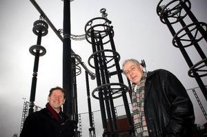 Spikrakt. ABB:s nya världsrekordapparater långtidstestas och Gunnar Asplund och projektledaren Urban Åström konstaterar att testen går spikrakt och så bra som man bara kan förvänta sig.
