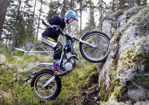 Lasse Nyberg hade en tuff helg då han kombinerade rollen som tävlingsledare med att köra själv.