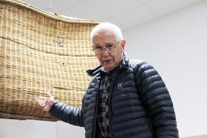 Roger Persson berättar att det var två skogsarbetare, som var ute och arbetade på ett skogsskifte som fann korgen och ballongen.
