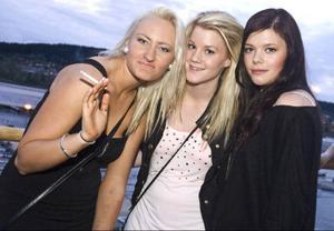 Trion Sara Nordin, Nathalie Wikström och Jannica Möller ser fram emot sommaren och framförallt till studenten. De är även lyriska över att Howlin Pelle står i DJ-båset senare under kvällen.  Jag ska hoppa på honom! Säger Jannice begeistrat.