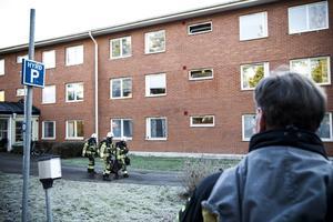 En ugn med fastbränd mat började under onsdagsförmiddagen att ryka på ett äldreboende i Ljusdal.