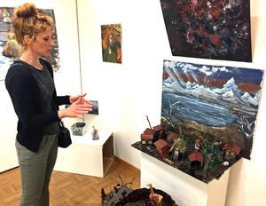 Karoline Krikorians konst präglas av hennes erfarenhet av flykt, sorg och förlust.